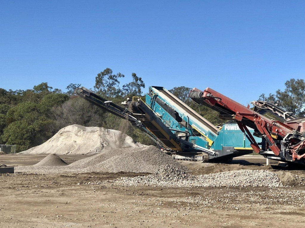 machines recycling concrete into aggregates and dust